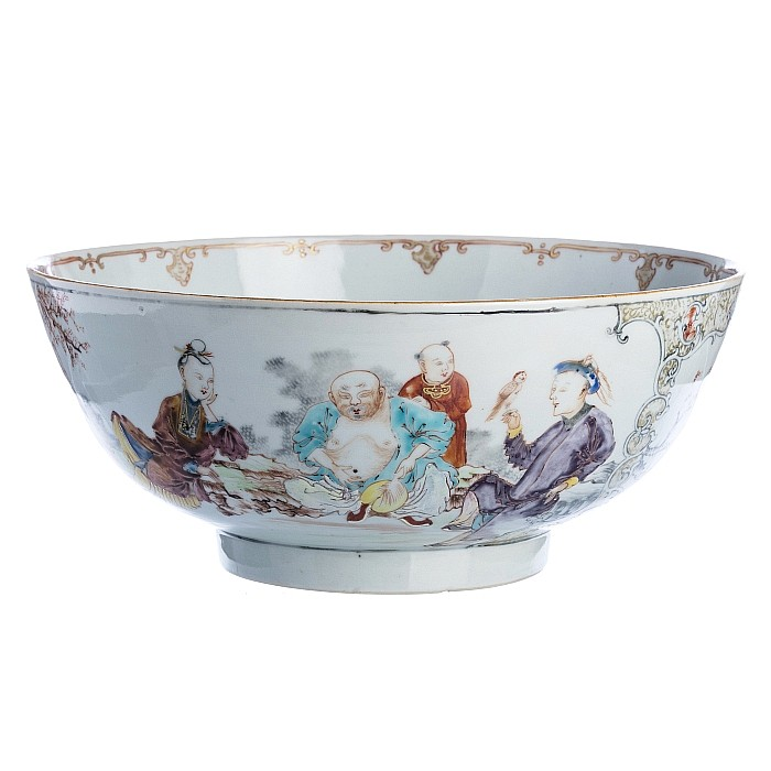 Punch bowl with 'figures' in Chinese porcelain, Qianlong