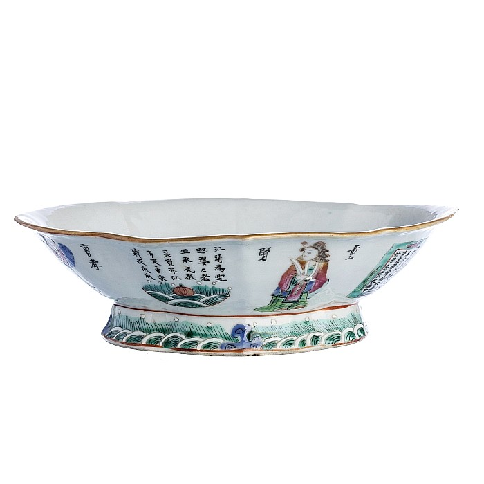 Saucer with 'dignitaries' in Chinese porcelain, Tongzhi