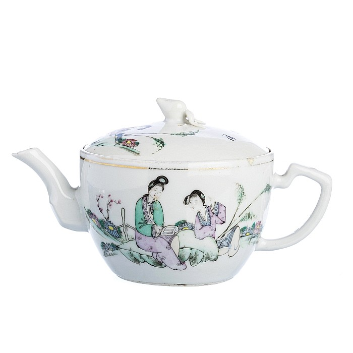 Two teapots in Chinese porcelain
