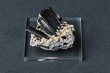 Arfvedsonite  and Feldspato
