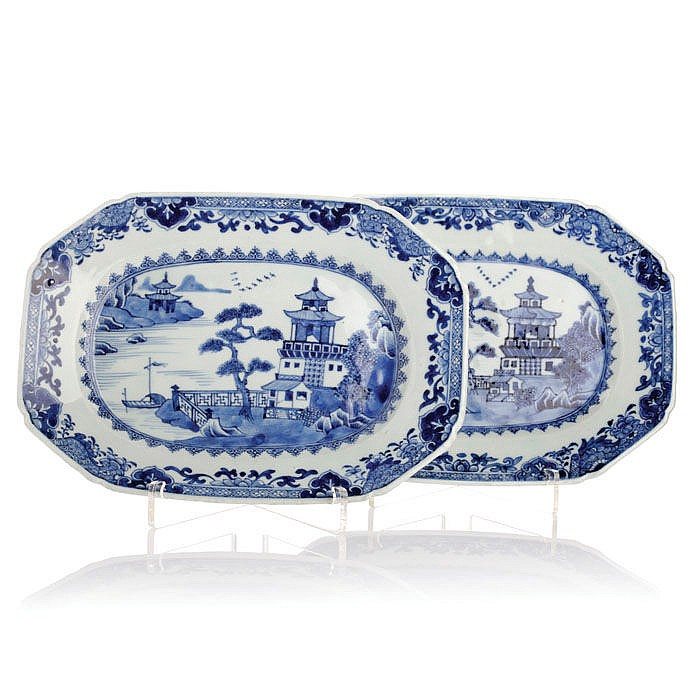 Pair of platters octagonal in Chinese porcelain, Guangzhou