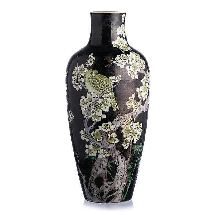 vase in chinese porcelain famille noir. Black Bedroom Furniture Sets. Home Design Ideas