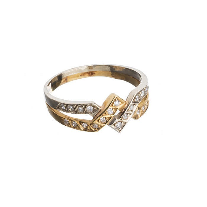 Bicolour gold ring with diamonds