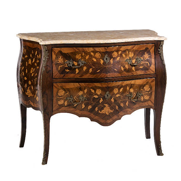 Louis xv style commode for Chambre style louis xv