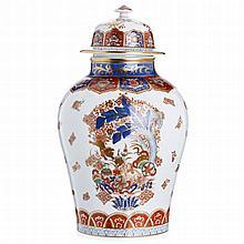 'Oriental' vase in porcelain by Vista Alegre