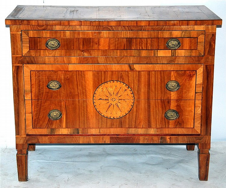 cassettone intarsiato in legni vari stile Luigi XVI