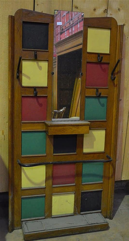 Porte manteau en bois m tal et carr s color s en mati re pl - Porte photo mural plastique ...