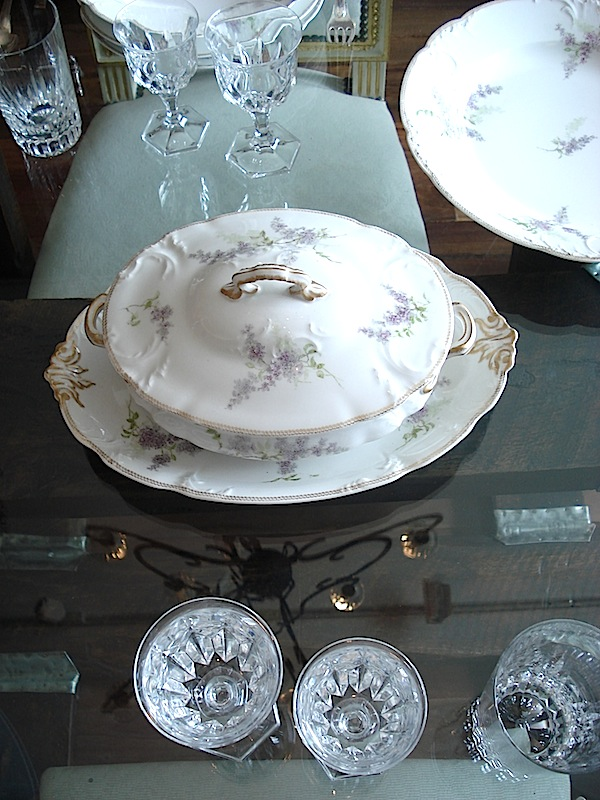 Dinner set in Limoges Porcelain