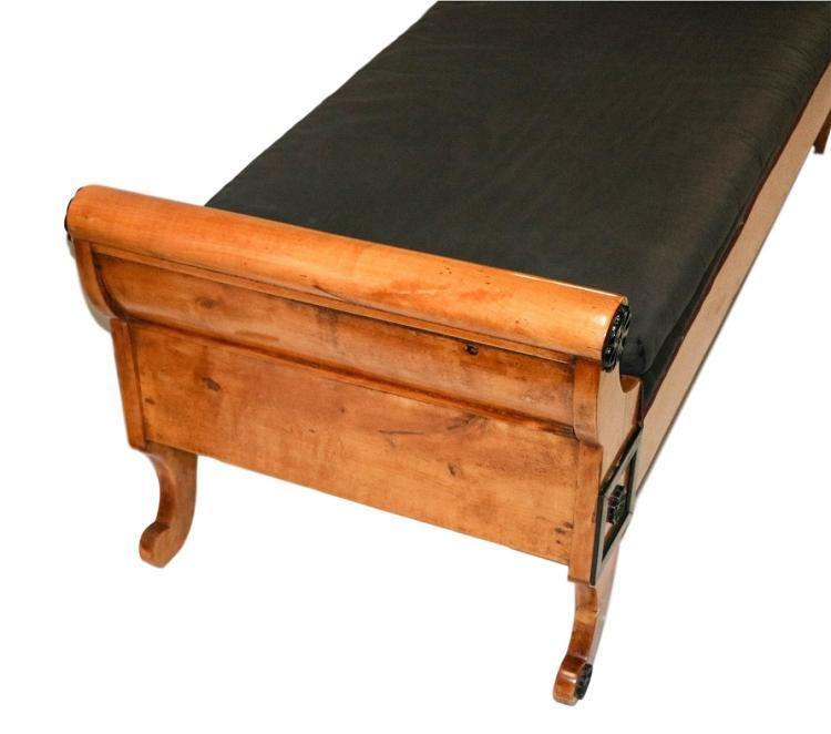 Biedermeier 19th century recamier chaise lounge daybed for Biedermeier chaise