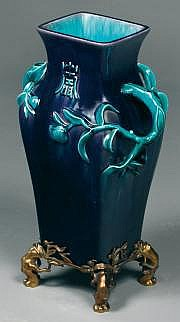 Théodore DECK (1823-1891) Vase quadrangulaire en