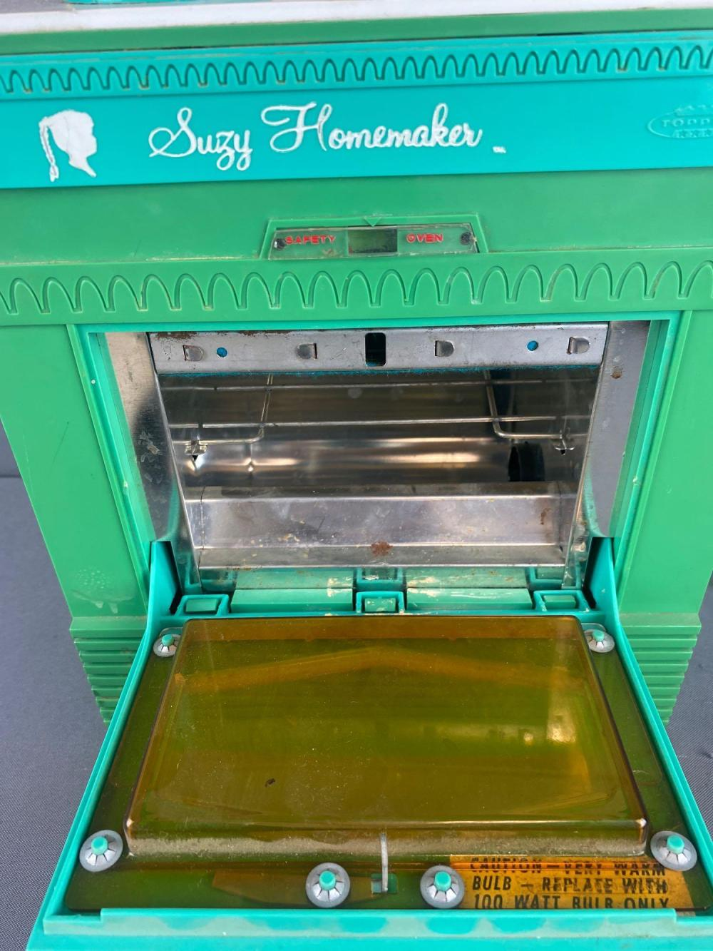 2 piece group Suzy Homemaker oven and doll