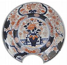A JAPANESE IMARI BARBER'S BOWL, EDO PERIOD, LATE 17TH / EARLY 18TH CENTURY