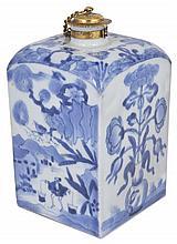 A JAPANESE ARITA BLUE AND WHITE TEA CANISTER, EDO PERIOD, LATE 17TH CENTURY