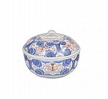 A JAPANESE IMARI TUREEN AND COVER, EDO PERIOD, LATE 17TH / EARLY 18TH CENTURY