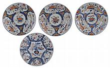 A SET OF THREE JAPANESE IMARI PLATES, EDO PERIOD, LATE 17TH / EARLY 18TH CENTURY