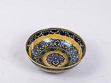 CHINESE YELLOW GROUND BLUE AND WHITE MANTOU BOWL