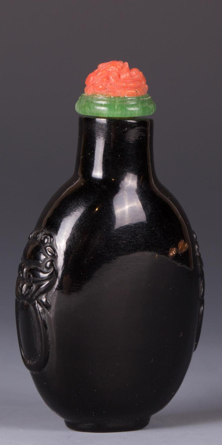 CHINESE BLACK PEKING GLASS SNUFF BOTTLE