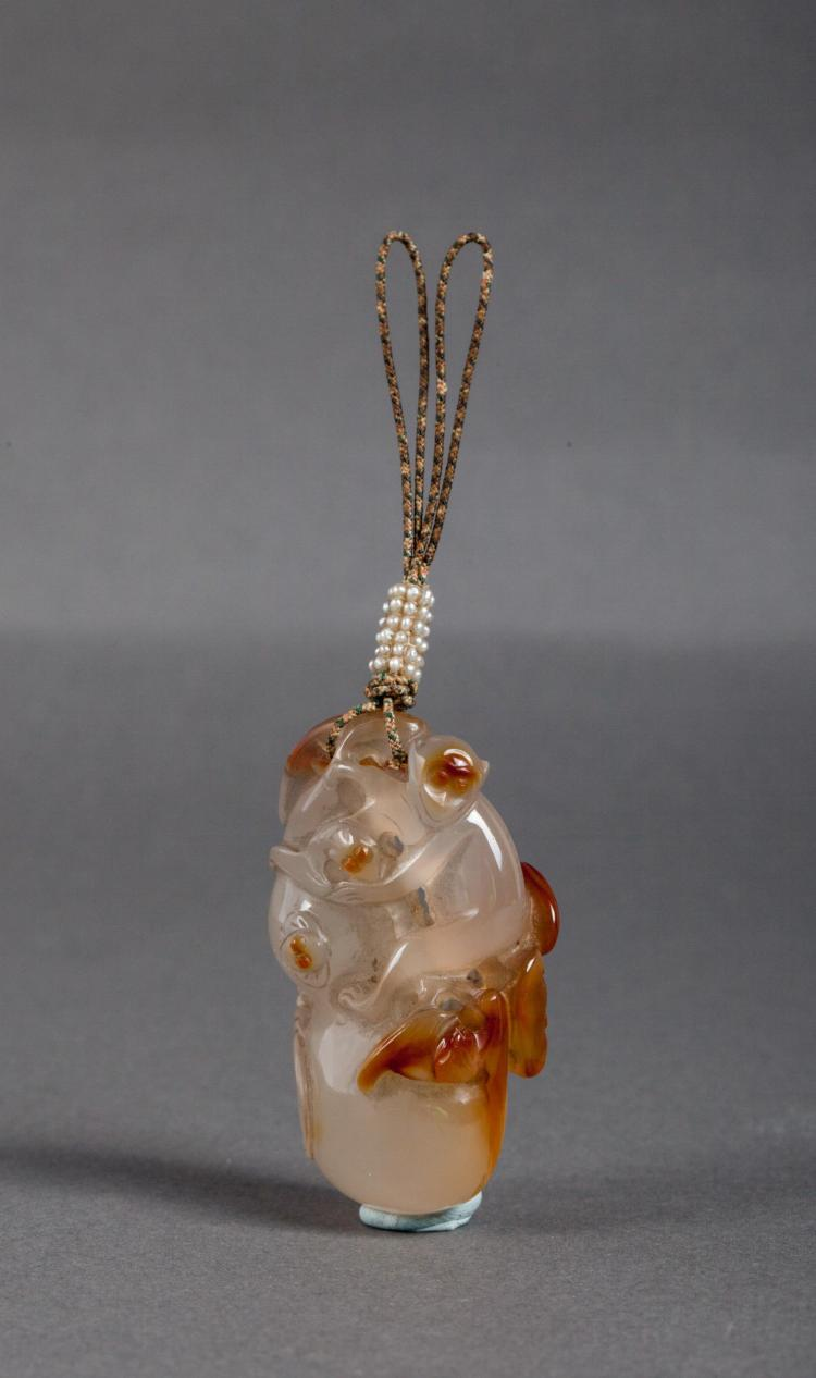 CHINESE AGATE PENDANT OF MONKEY