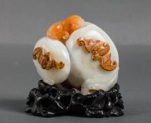 CHINESE TWO TONE AGATE CARVED FUSHOU