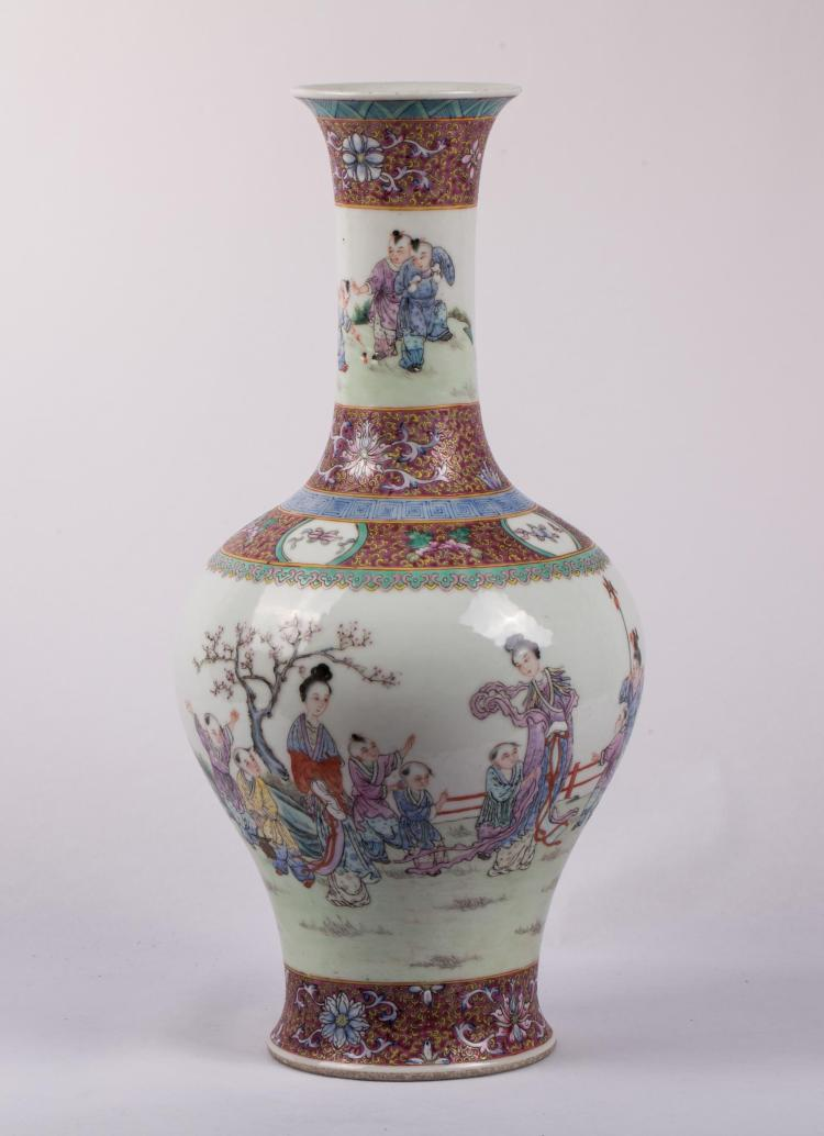 CHINESE REPUBLIC PERIOD FAMILLE ROSE VASE