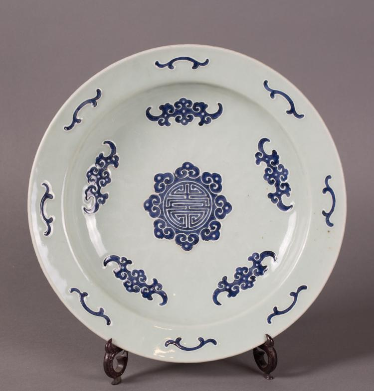 CHINESE BLUE AND WHITE PORCELAIN FIVE BATS DISH