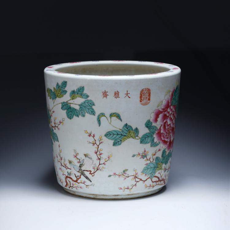 CHINESE FAMILLE ROSE PORCELAIN PLANTER'S POT