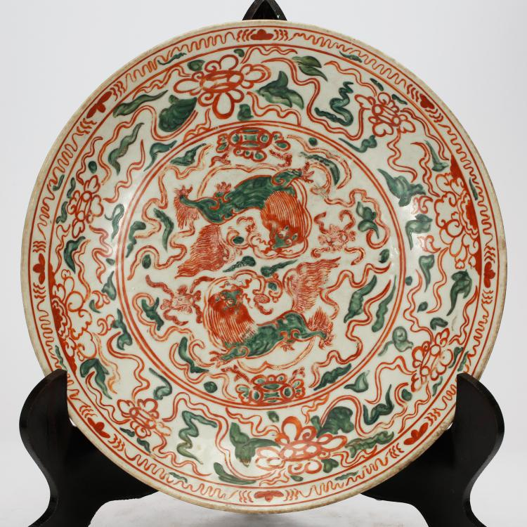 CHINESE RED AND GREEN GLAZED PORCELAIN PLATE