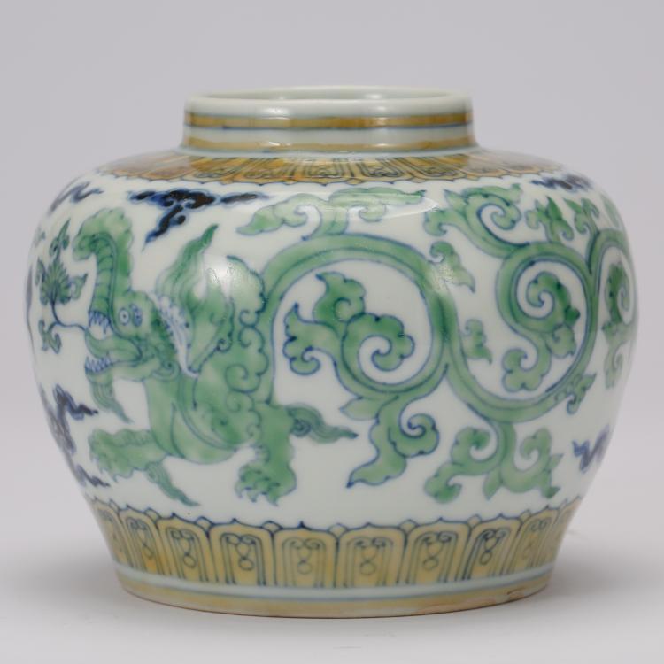 CHINESE DOUCAI PORCELAIN DRAGON JAR