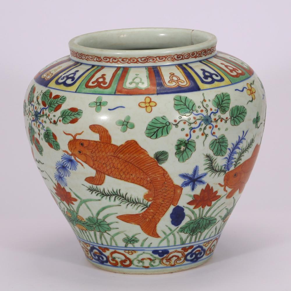 CHINESE WUCAI PORCELAIN FISH JAR