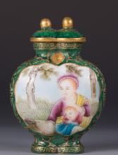 CHINESE GREEN GROUND FAMILLE ROSE SNUFF BOTTLE