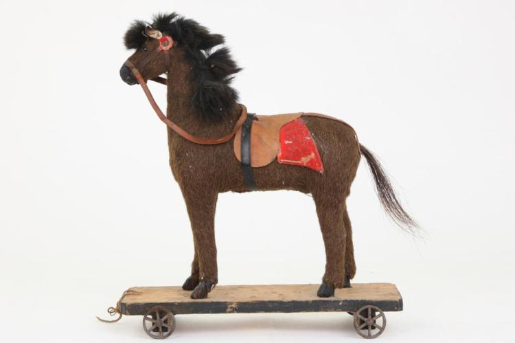 VICTORIAN HORSE PULL TOY