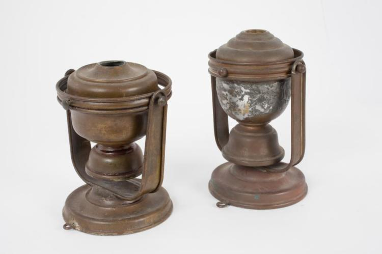 PAIR OF GIMBALED MARINE FLUID LAMPS