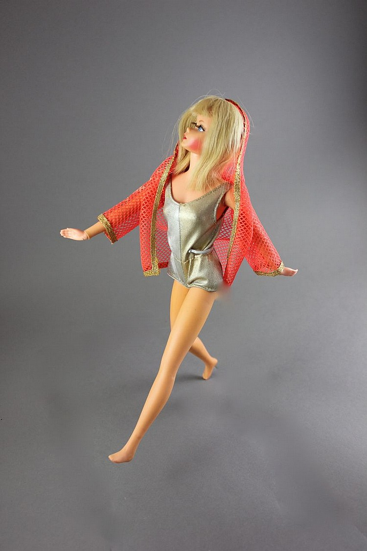 DRAMATIC NEW LIVING BARBIE IN ORIGINAL BODY SUIT AND JACKET