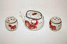 A KAKIEMON STYLE CHINESE PORCELAIN TEA POT,