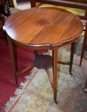 AN EDWARDIAN MAHOGANY AND MARQUETRY INLAID CENTRE
