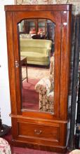 A VICTORIAN MAHOGANY SINGLE  MIRROR DOOR WARDROBE,
