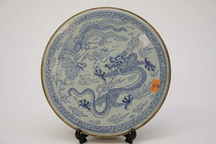 A CIRCULAR BLUE AND WHITE PORCELAIN PANEL OR