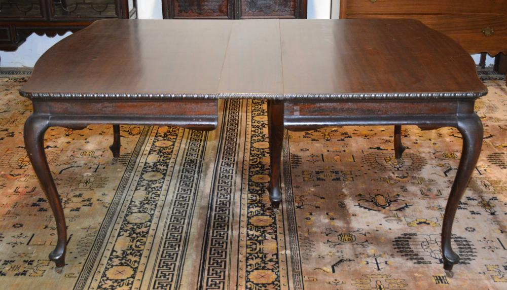 Fine Mahogany Queen Anne Style Dining Room Table