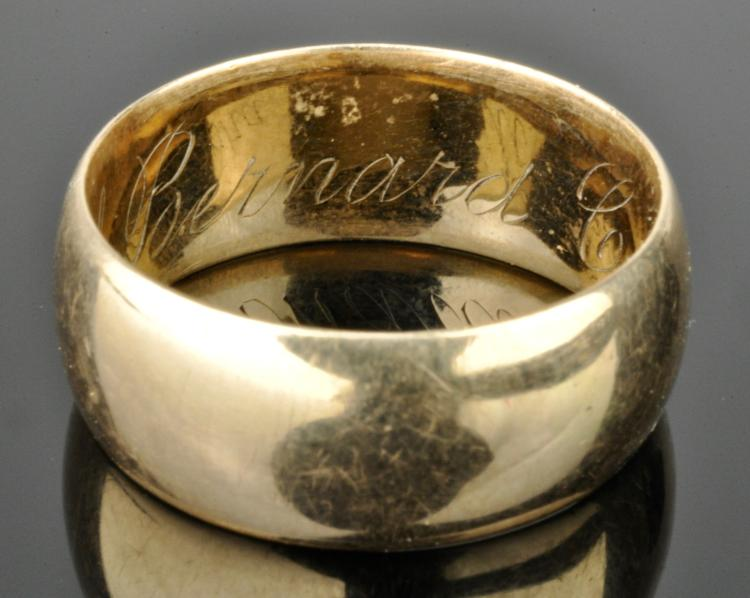 Lot 123: 14K Gold Wedding Band Ring