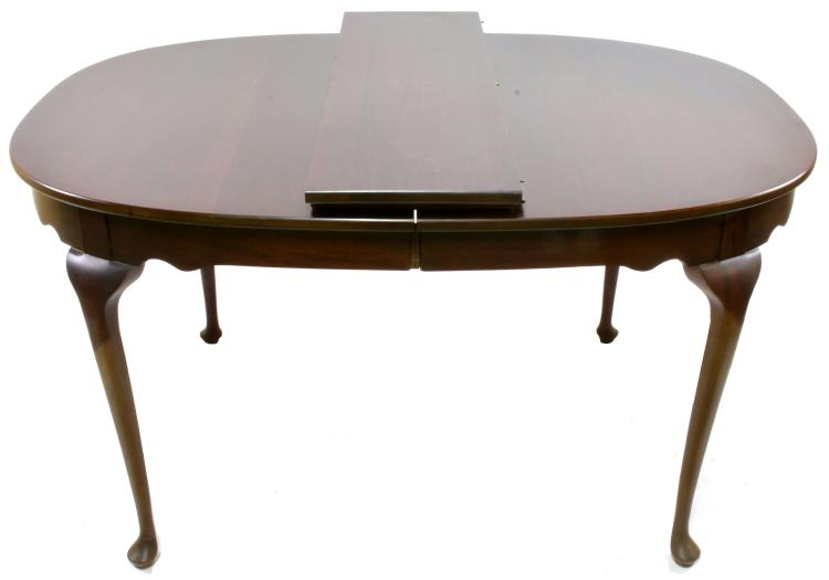Formal queen anne style dining room table for Queen anne dining room