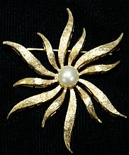 14Kt y.g. and pearl blossom form pin, 1.75