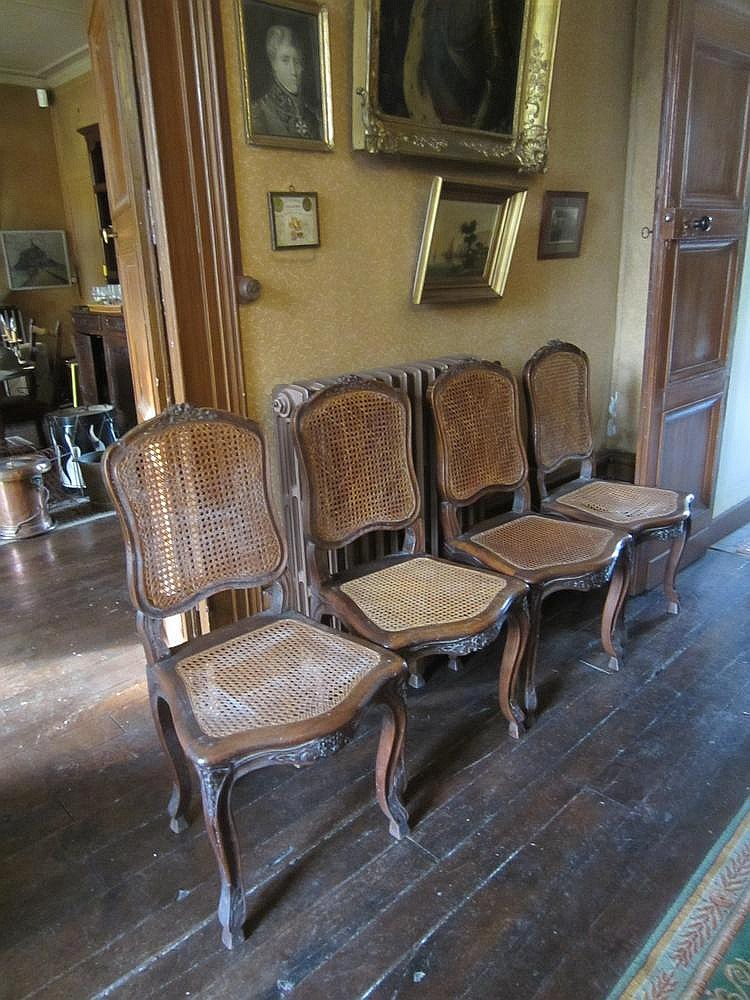 rare suite de quatre chaises cann es en bois moulur et scul. Black Bedroom Furniture Sets. Home Design Ideas