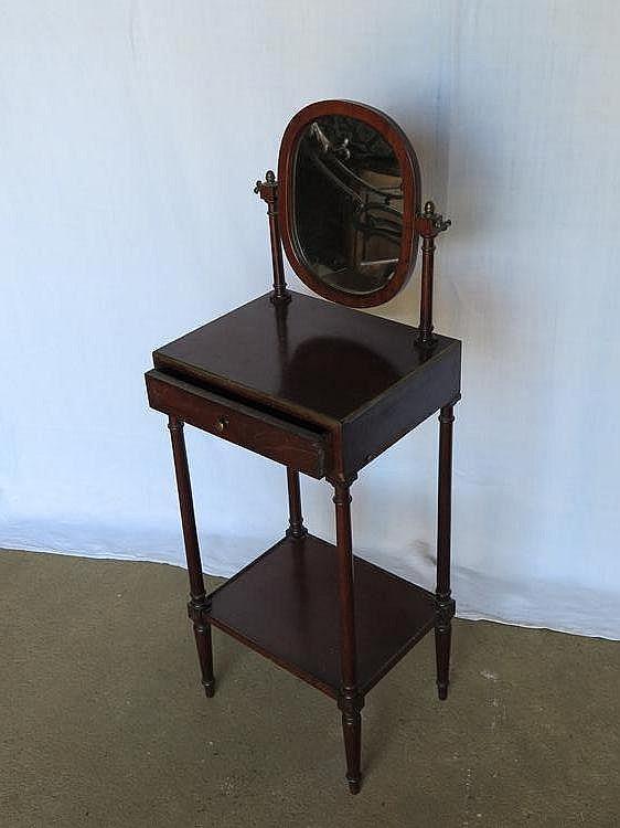 Meuble formant coiffeuse en acajou et placage d 39 acajou miro for Meuble coiffeuse antique