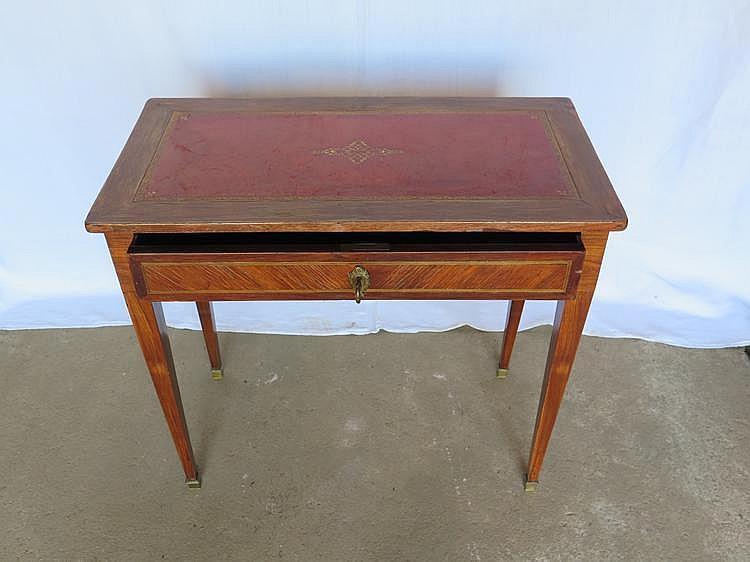 Table formant petit bureau en marqueterie de bois de placage ouvrant  ~ Petit Bureau Bois