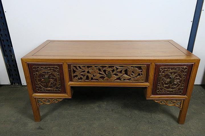 Meuble bas ouvrantà trois tiroirs en bois sculpté et ajouré # Meuble Sculpté Bois