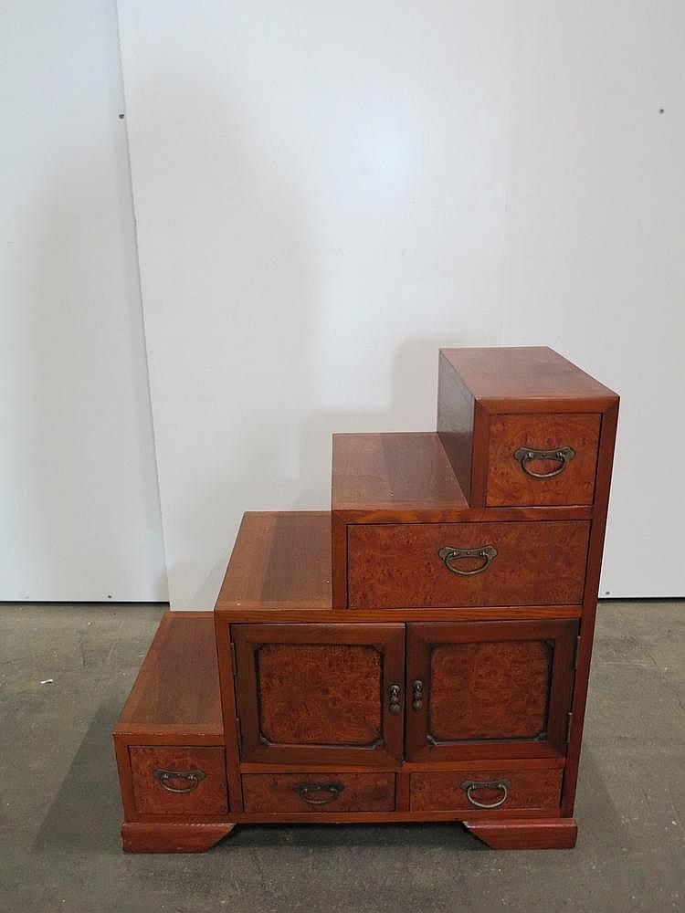 un meuble tiroirs en escalier chine ou japon d but du xxe