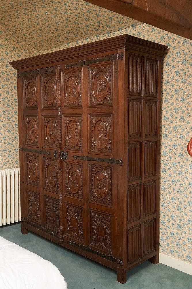 Important meuble en bois sculpté et mouluré ouvrantà deux p # Meuble Sculpté Bois
