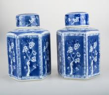 (2)   A PAIR OF BLUE AND WHITE HEXAGONAL PORCELAIN JARS AND COVERS.C242.