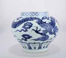 A YUAN DYNASTY STYLE BLUE AND WHITE PORCELAIN JAR WITH DEPICTING DRAGON.C247.