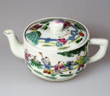 Chinese Famille Rose Porcelain pot, six-character Da Qing Tong Zhi Qing Dynasty mark on base.